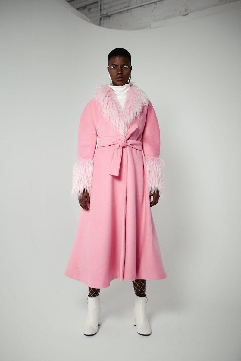 Abrigo rosa efecto pelo